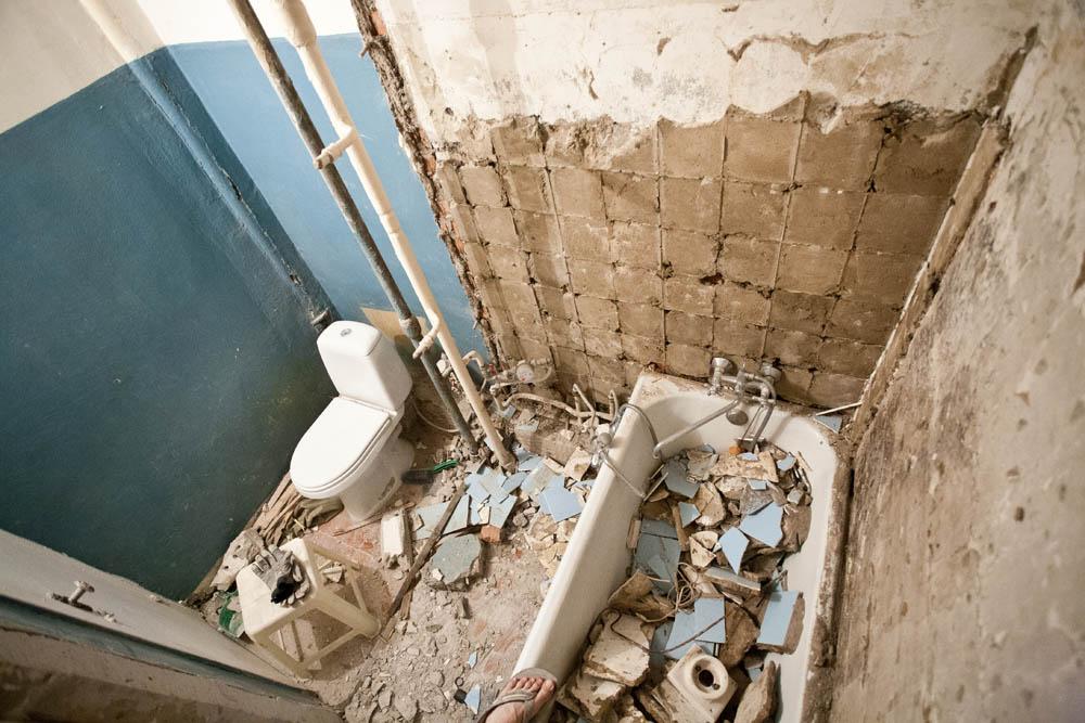 фото демонтажных работ в ванной